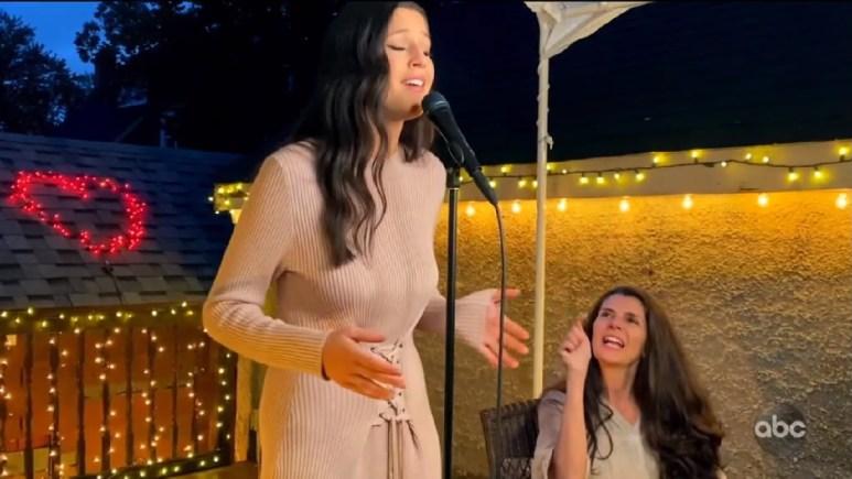 Idol Julia Gargano singing outside near mom