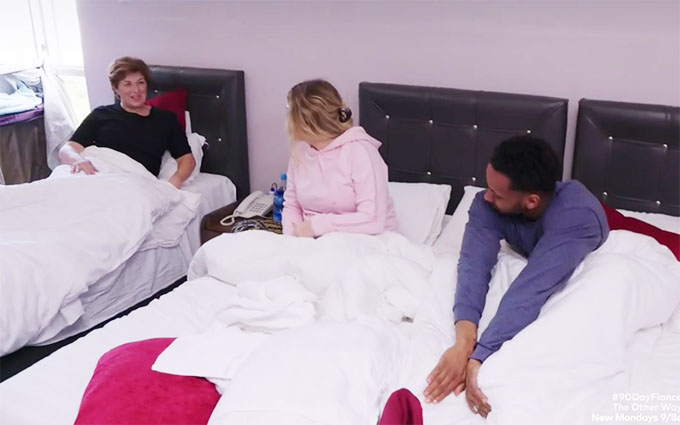 90 day fiance other way ari and bibi next to mom in bed