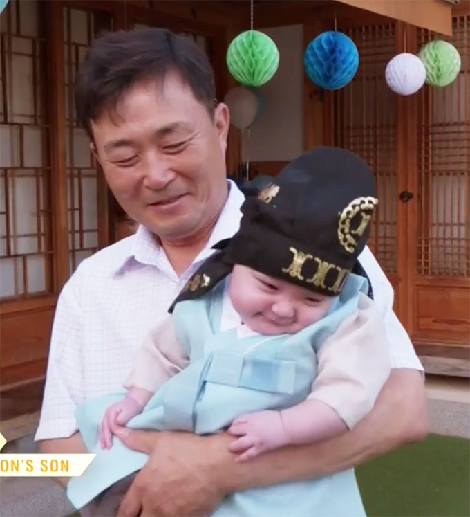 90 day fiance other way Deavan and Jihoon's son smiling
