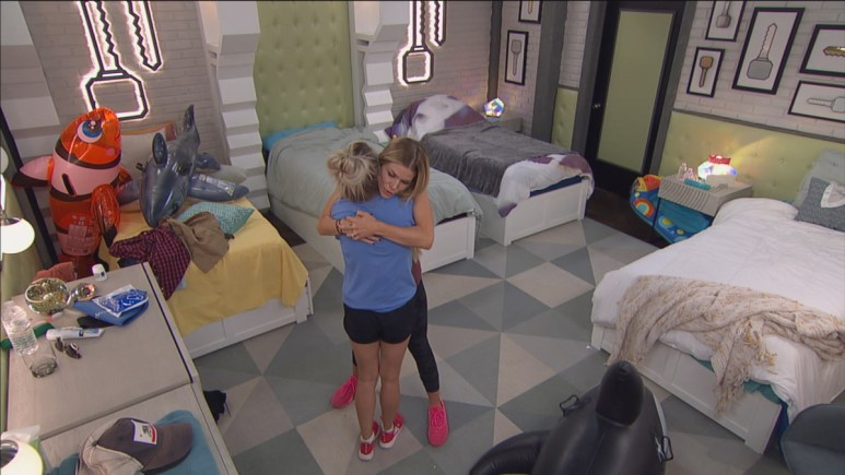 Nicole And Dani BB22 Hug