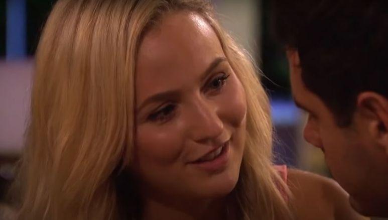 Lauren Bushnell looking at Ben Higgins