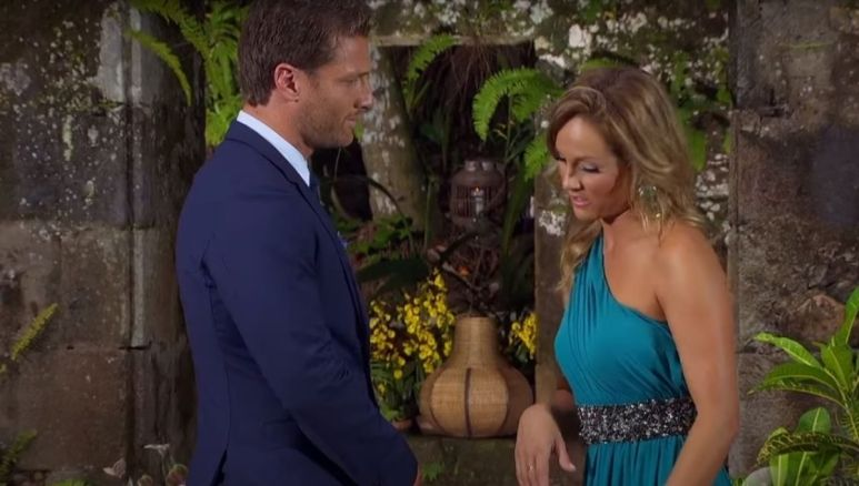 Clare Crawley yells at Juan Pablo while wearing a blue dress during The Bachelor finale