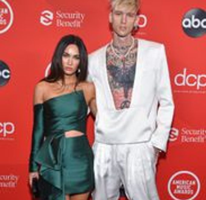 Megan Fox joins Machine Gun Kelly on American Music Awards 2020