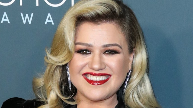 Kelly Clarkson on the red carpet
