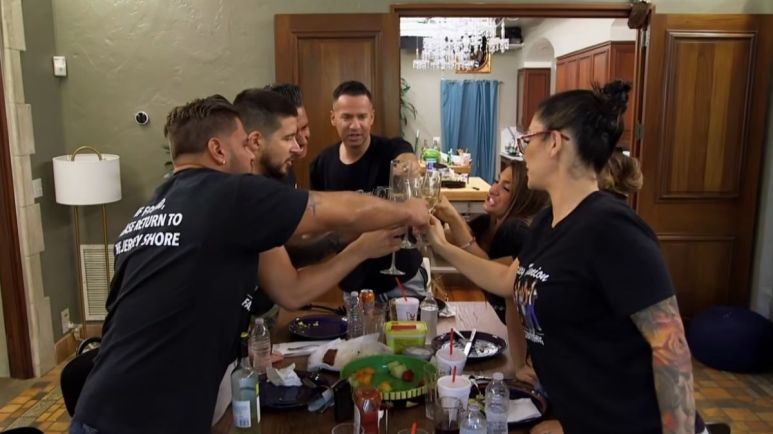 The cast of Jersey Shore Family Vacation have dinner together