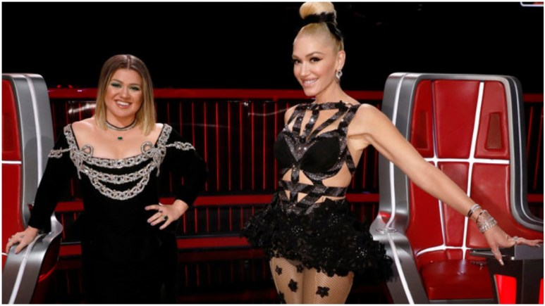 Kelly Clarkson and Gwen Stefani pose on the set of The Voice.