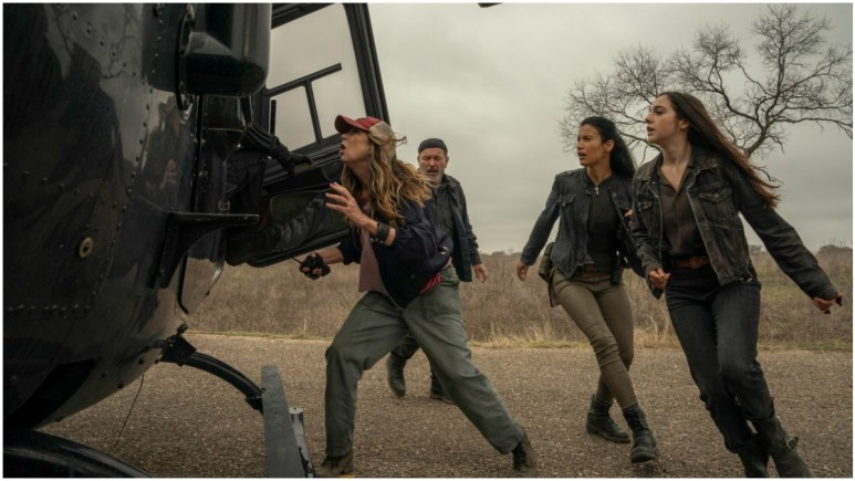 Mo Collins as Sarah, Ruben Blades as Daniel, Danay Garcia as Luciana, and Alexa Nisenson as Charlie, as seen in Episode 16 of AMC's Fear the Walking Dead Season 6