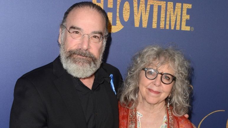 Image of Mandy Patinkin and wife on red carper