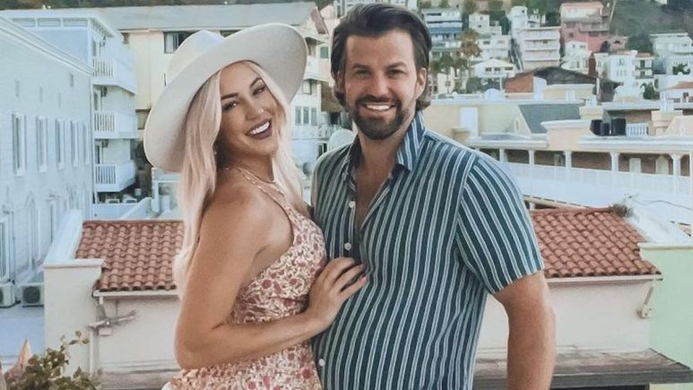 morgan willett and johnny bananas on vacation together