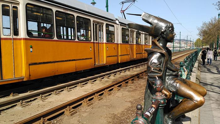 Que-ver-en-Budapest-tranvia