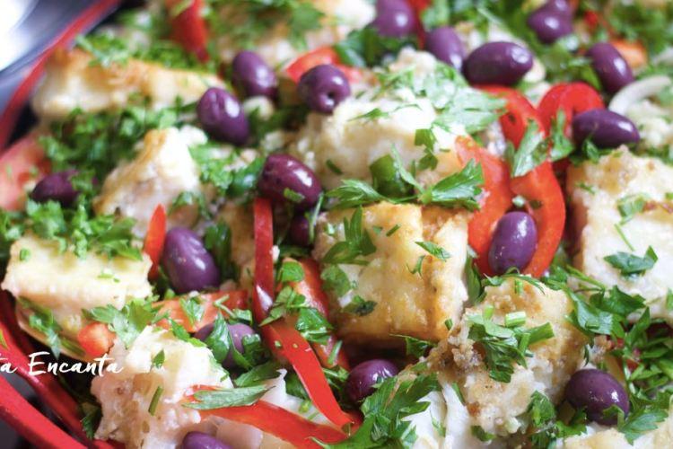 Bacalhau empanado e frito com batatas