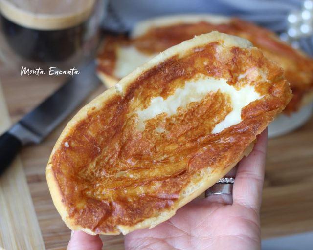 pão na chapa com casquinha crocante de requeijão