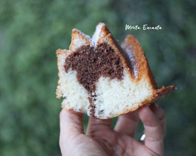 bolo de iogurte mesclado fofinho e fácil de fazer