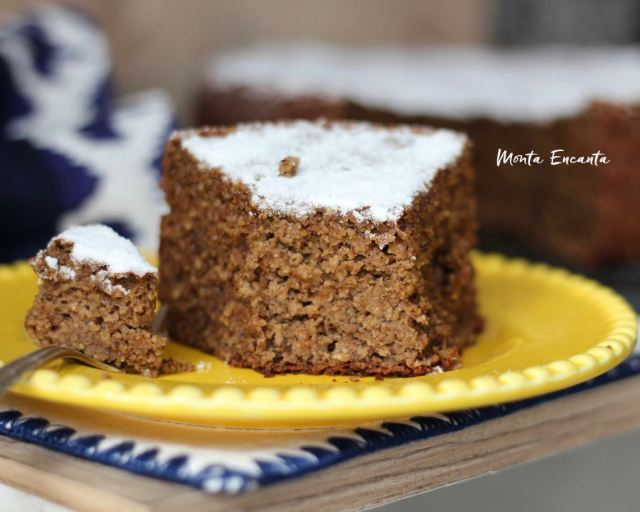 Bolo de Banana sem farinha de trigo e sem açúcar,  é um bolo que surpreende pelo sabor, fofura e umidade.
