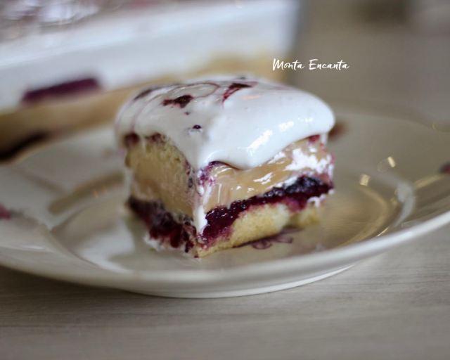 bolo do céu com doce de leite, frutas vermelhas e marshmallow caseiro