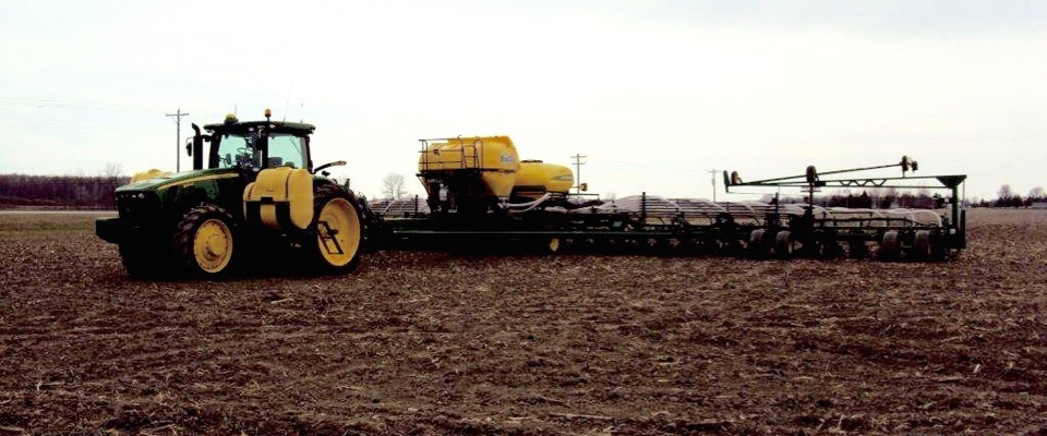 6_Ton_Montag_mounted_on_a_JD_Bauer_Built_planter_1