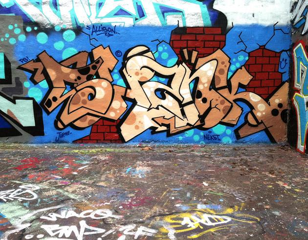 dmote_shank_graffiti_berlin_1