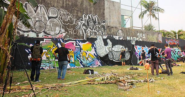 Bonzai_in_Jakarta.jpg