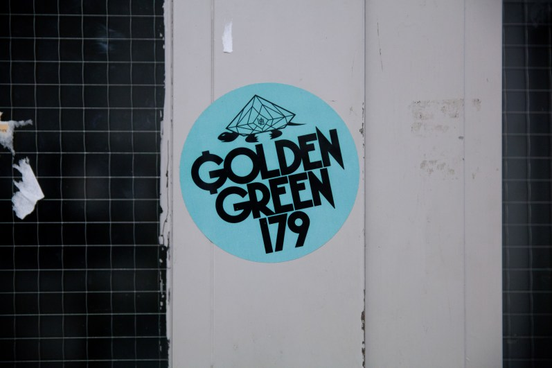 MONTANA-CANS-ACRYLIC-SERIES-GOLDEN-GREENIMG_9811