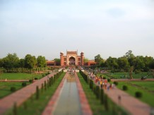 Taj Mahal in Agar 2007-06-17 6-11-11 PM-tiltshift(2)
