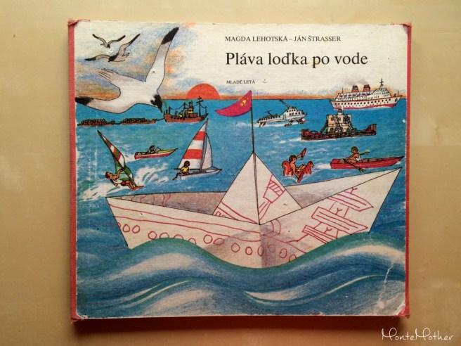 pláva loďka po vode