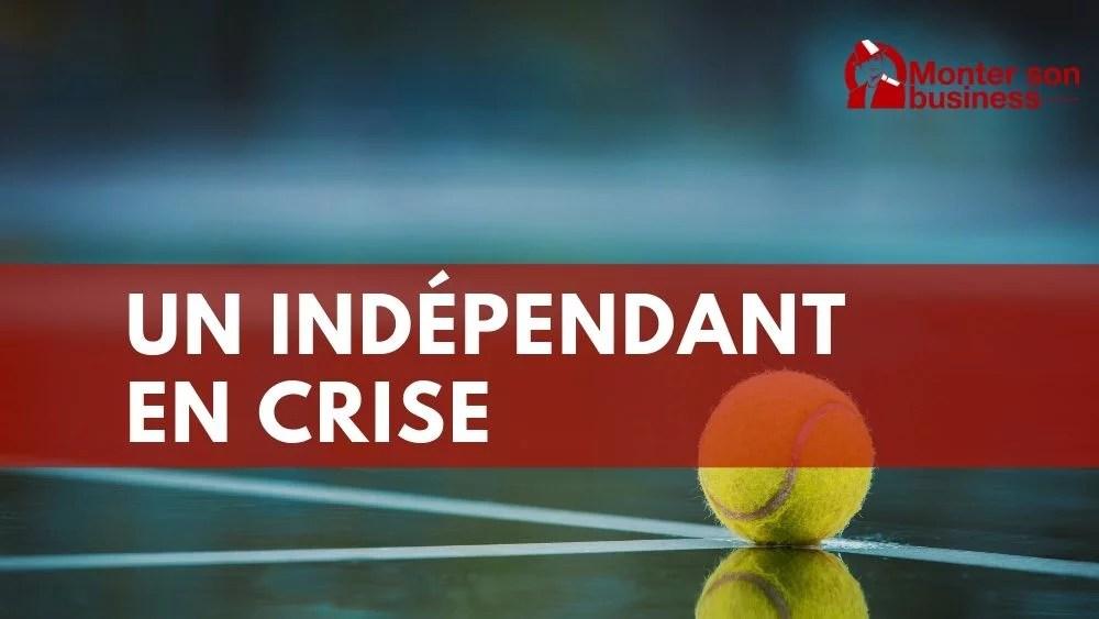 Un moniteur de tennis indépendant en difficulté pendant la crise