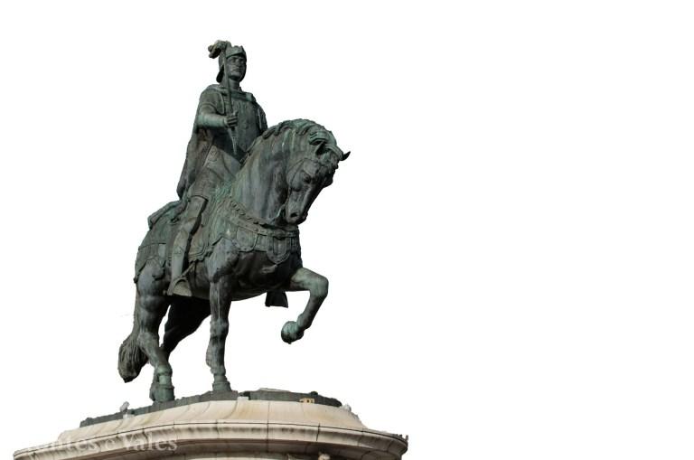 De entre as opções, onde está esta estátua?