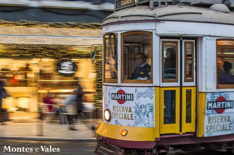 Qual o dia de inauguração do serviço público de elétricos em Lisboa?