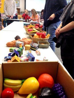 Montessori Grundschule Knigs Wusterhausen_Markttreiben und Shopping im Englischunterricht_1