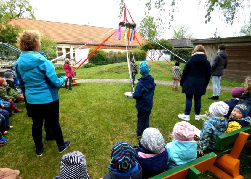Montessori Kinderhaus Hangelsberg_Maibaumfest 2019_1