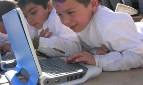 6-un-niño-una-computadora