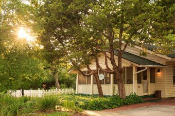 Hidden Hollow Cottage at the Montford Inn, Norman Oklahoma hotel and bed and breakfast