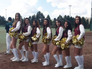 OpeningDay_Cheeleaders_20160417
