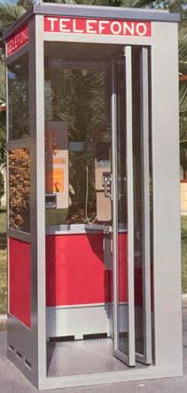 Cabina telefonica un tempo posizionata in Piazza Buccari e Piazza Penne Nere