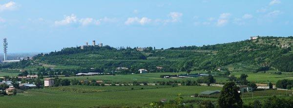 Panorama: la dorsale del Castello di Montorio