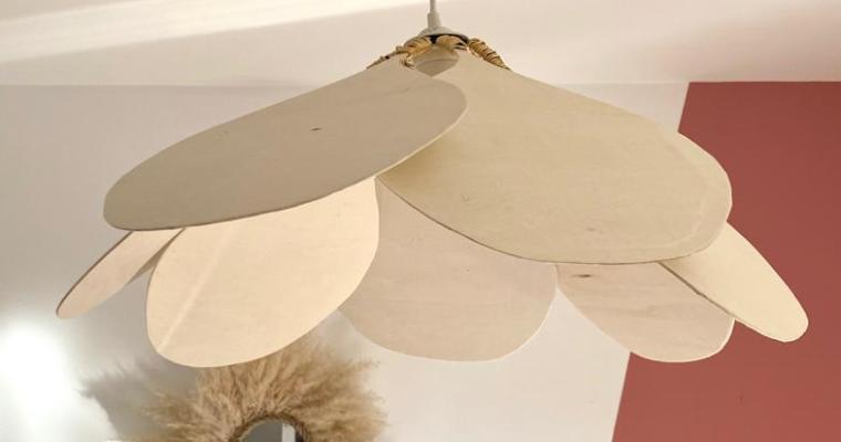 DIY °9 – Une suspension luminaire pétales de fleurs