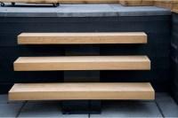 Minimalist Pine Steps - Montreal Outdoor Living
