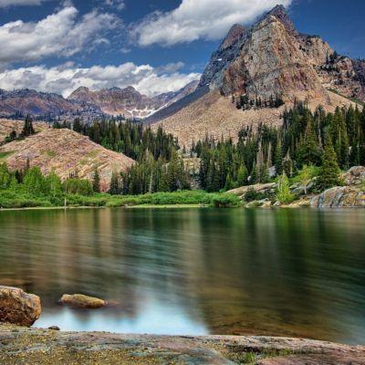Lake_In_mountains