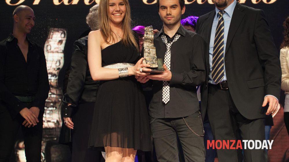 I vincitori Michela Belotti e William Vitali con Rocco Reitano