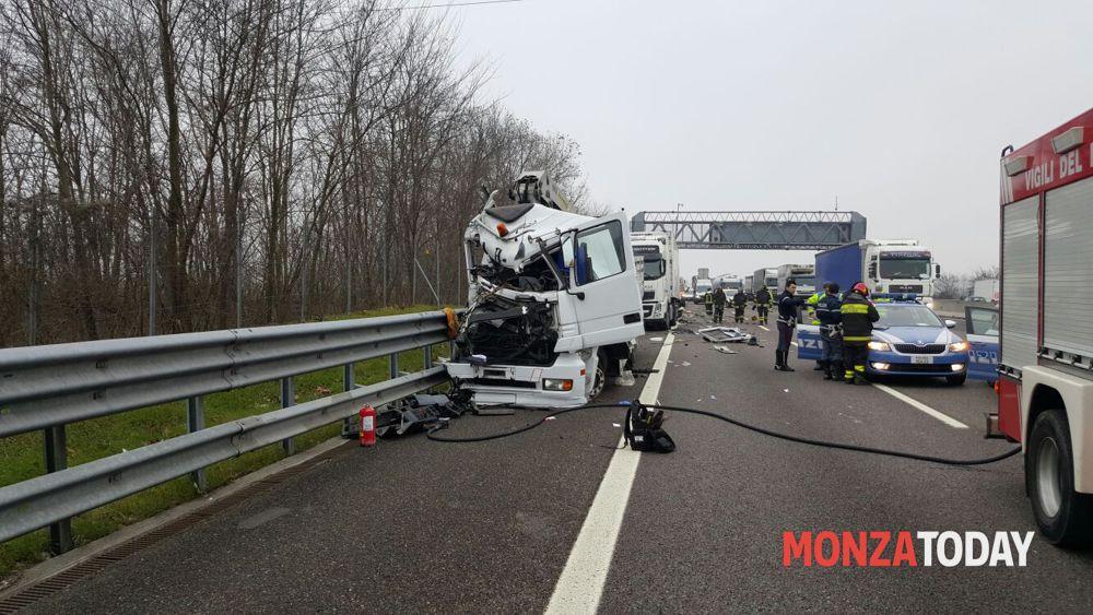Incidente ad Agrate Brianza in autostrada A4 luned mattina