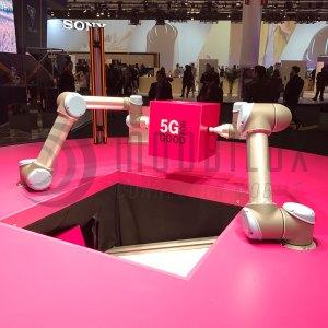Auf dem MWC17 zeigte die Deutsche Telekom, wie man Roboter mit 5G synchron steuert. (Foto: moobilux.com/tc)