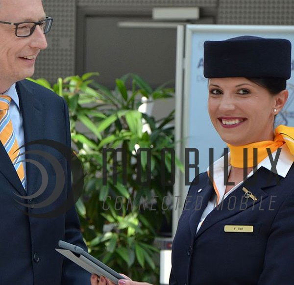 Digitization: Lufthansa provides flight attendants with iPads
