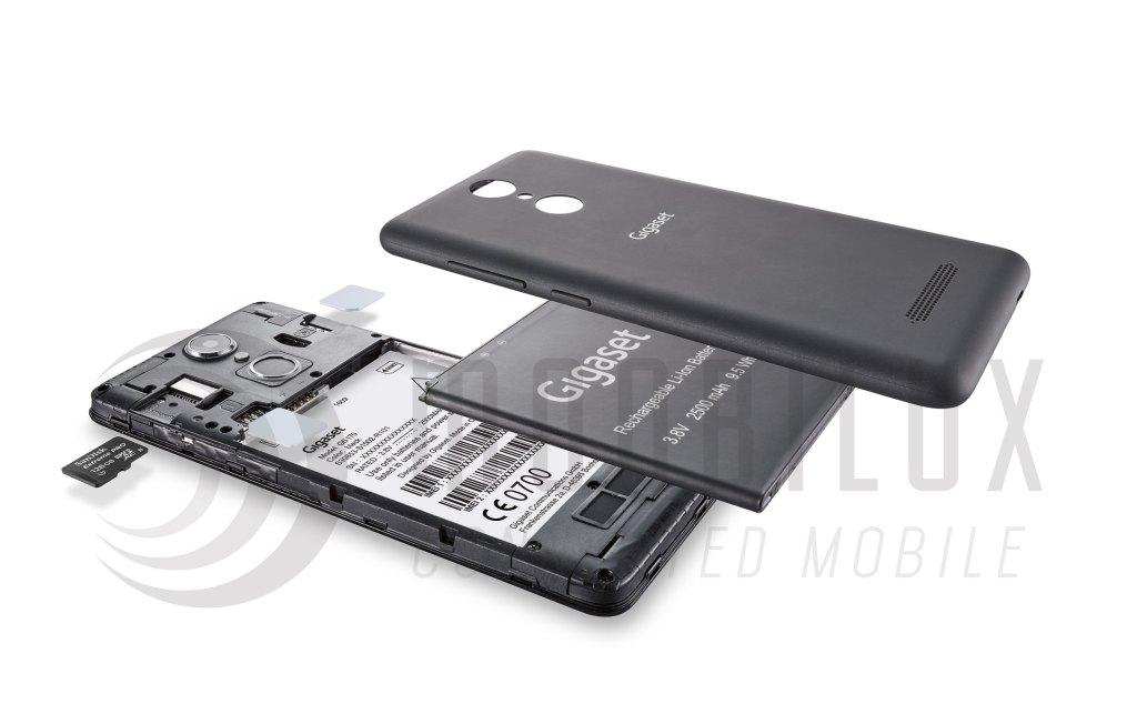 Das Gigaset GS170 biete Platz für zwei SIM-Karten und eine Micro-SD-Karte. (Bild: Gigaset)
