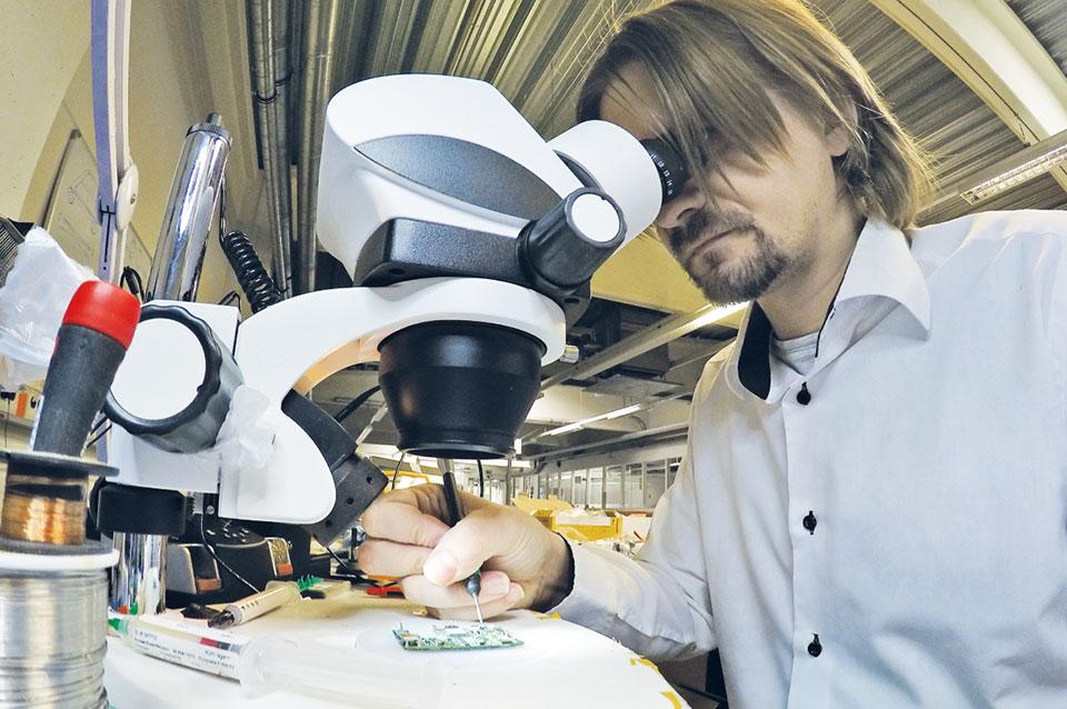 Erst unter dem Mikroskop lassen sich die Schäden erkennen. (Bild: Refixo)