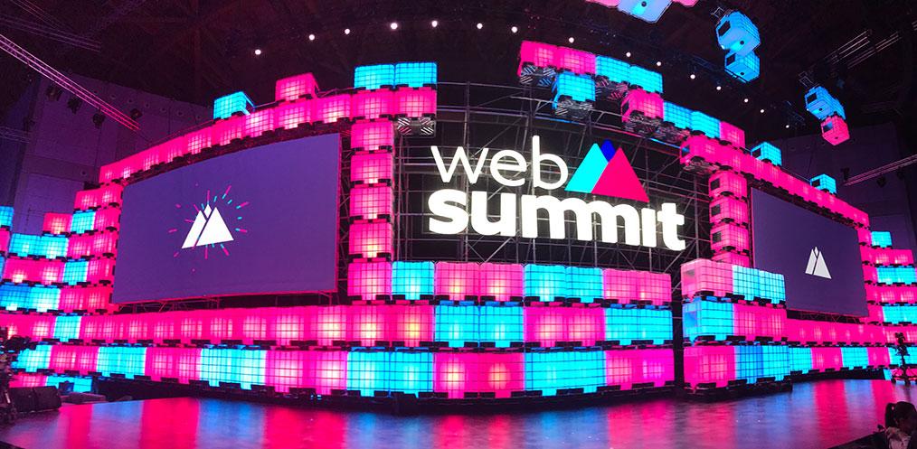 Die Bühne des WebSummit 2017 (Bild: Thorsten Claus)