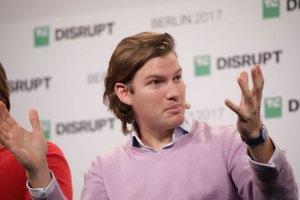 N26 Gründer & CEO Valentin Stalf stellte auf dem TechCrunch Disrupt Berlin die Metallkarte und die WeWork Kooperation vor. (Bild: )