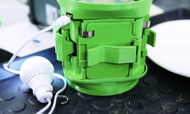 Das Jungunternehmen hiLyte ermöglicht die einfache Stromproduktion mit billigen und ausrechend verfügbaren Materialien. (Bild: Video-Screenshot)