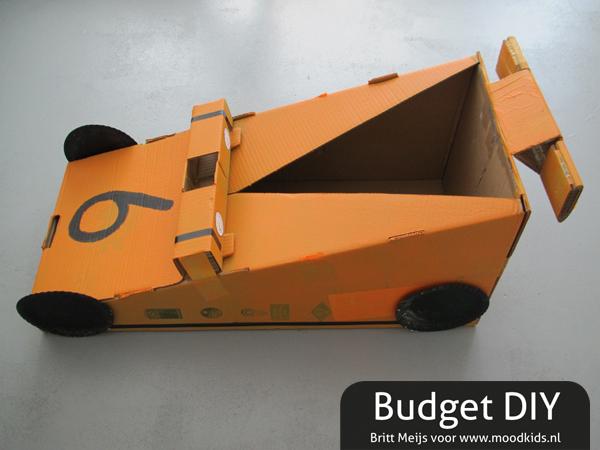 zelf een raceauto van karton maken