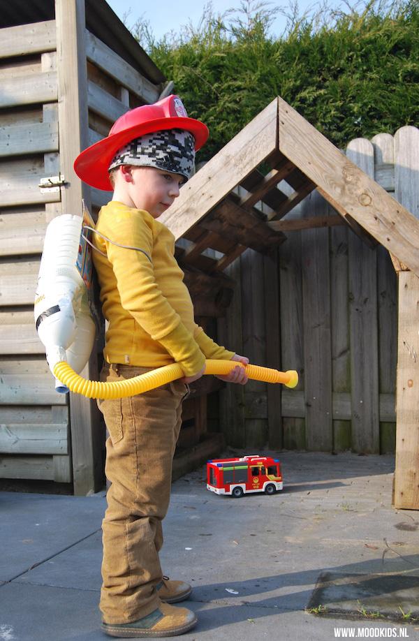 Een brandblusser maken voor echte brandweermannen