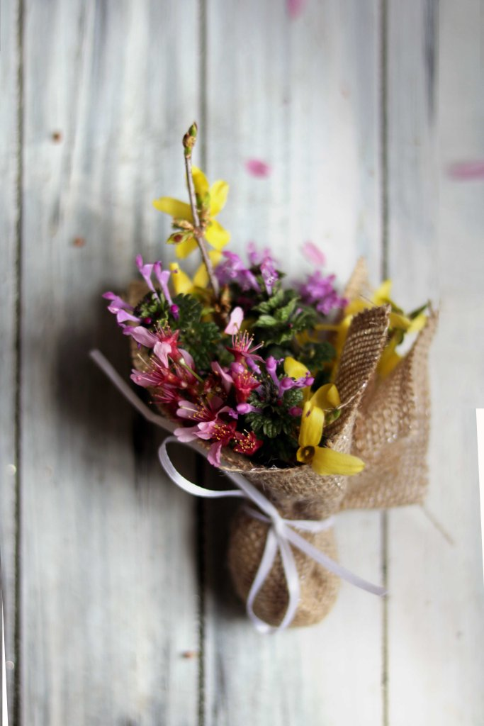 Gorgeous tiny wildflower bouquets for the Ostara, Beltane, the Equinox or a spring handfasting!